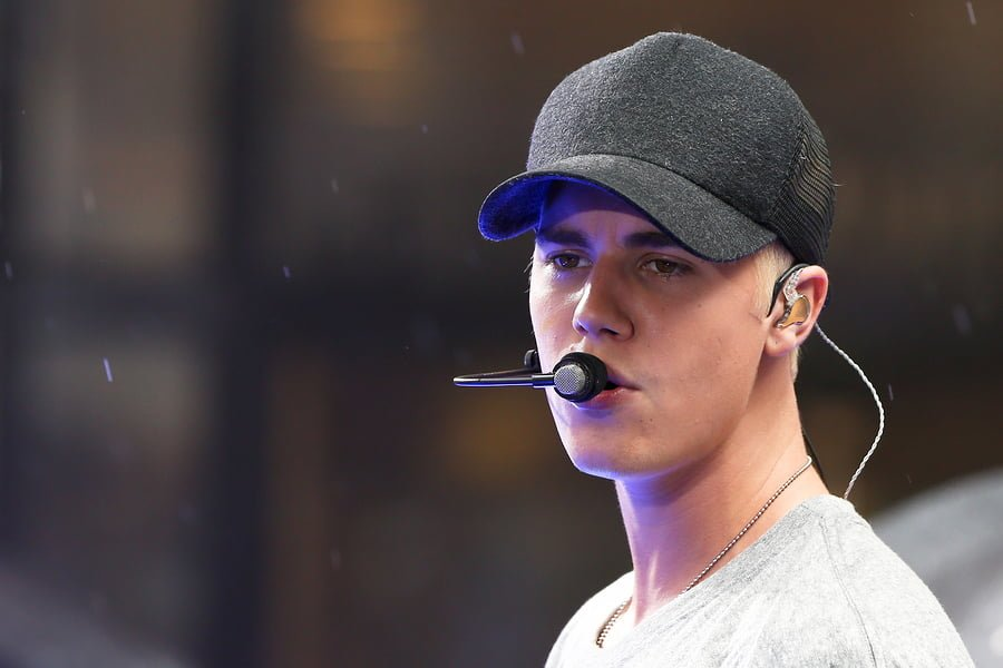 Justin Beiber lets someone hit him for a good cause