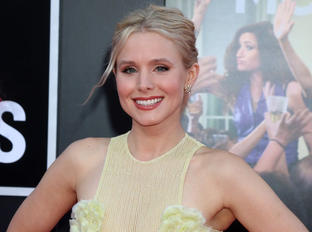 Kristen Bell (and police officer) Entertain Hurricane Irma Evacuees